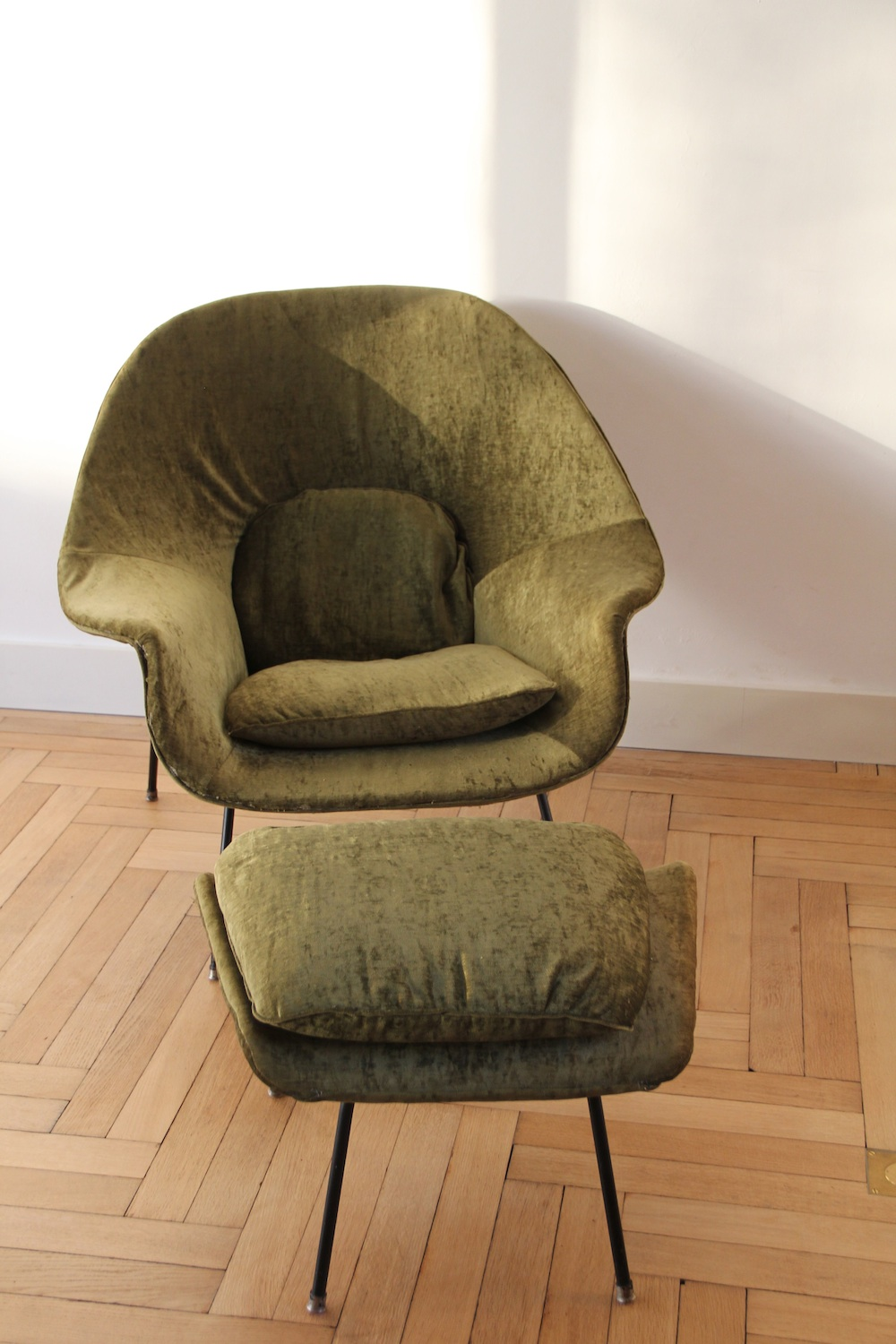 Vintage Saarinen Womb chair for Knoll