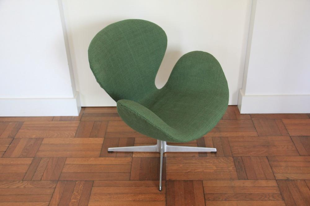 Vintage Swan chair by Arne Jacobsen for Fritz Hansen