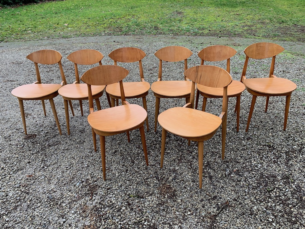 Pierre Guariche chairs, dining chairs, vintage dining chairs, wooden vintage chairs, vintage chairs, wooden chairs, midmod, midcentturymodern design, design chairs, chaises vintage, chaises à diner, interior decoration, chaises bois, chaises salle à mange