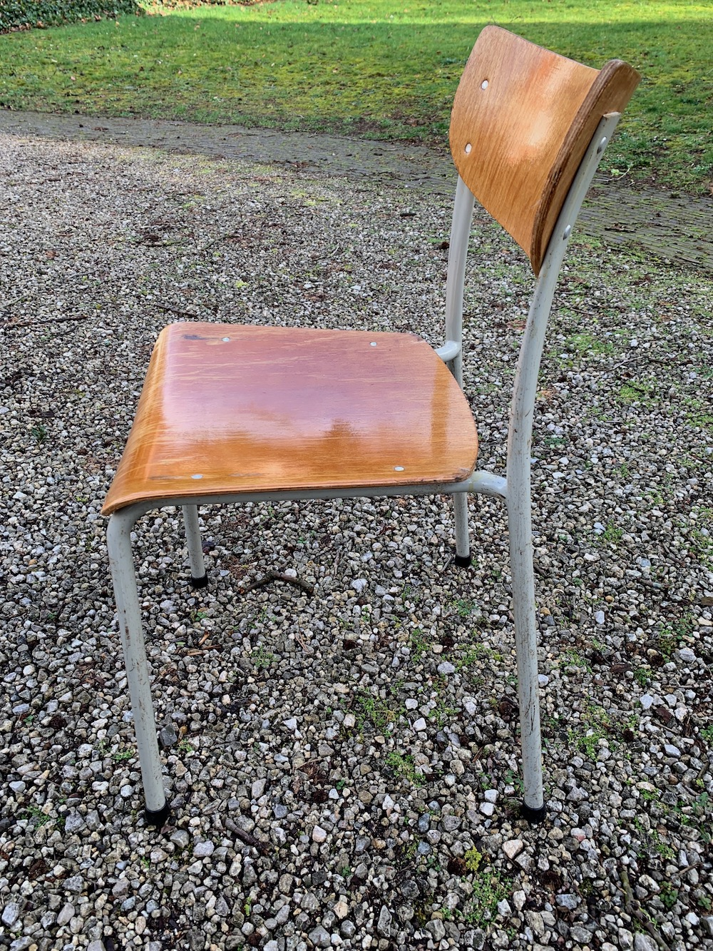 industrial chairs, vintage chairs, school chairs, chaises d'école, chaises vintage, chaises bois
