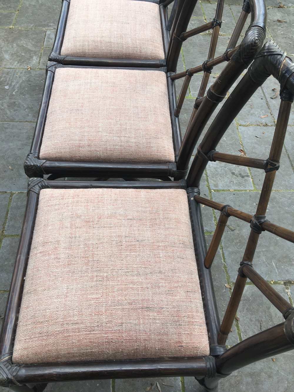vintage chairs, bamboo, bamboo chairs, chaises bambou, chaises vintage, charming chairs, kitchen chairs, kitchen decoration, dining chairs, dining room, bamboo and leather, bambou et cuir, chaises à diner, série de chaises, set of chairs, wooden chairs, chaises bois, mobilier vintage, vintage design, design chairs, mid modern, mid modern furniture
