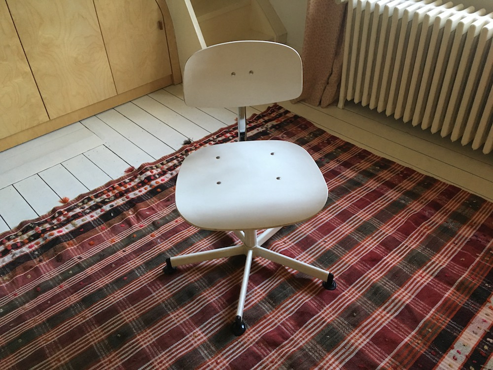 white wooden desk chair, vintage desk chair, rotating desk chair