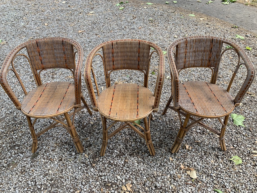chaises rotin, mobilier de jardin, chaises vintage, chaises charmantes, stackable chairs, rattan chairs, garden chairs, garden furniture, vintage chairs, vintage garden chairs, old chairs, charming chairs, midmod century, mid modern furniture, nice chairs,