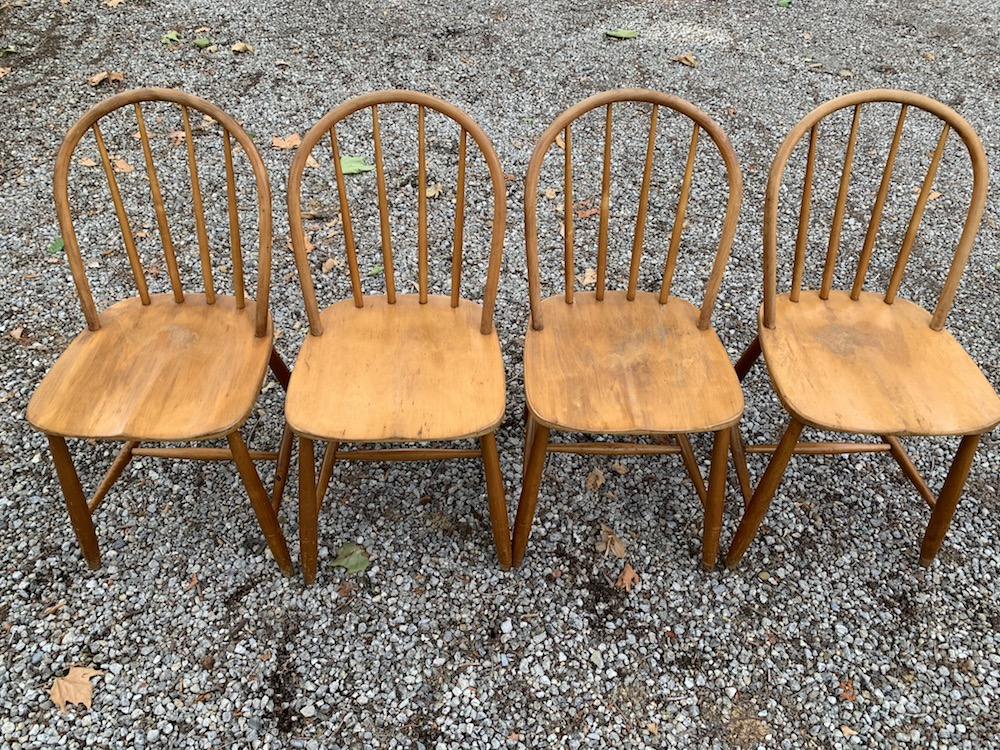 set of chairs, vintage chairs, spine chairs, chaises vintage, chaises à barreaux, chaises bois, chaises design, design chairs, scandinavian style chairs, windsor chairs, chaises windsor, windsor