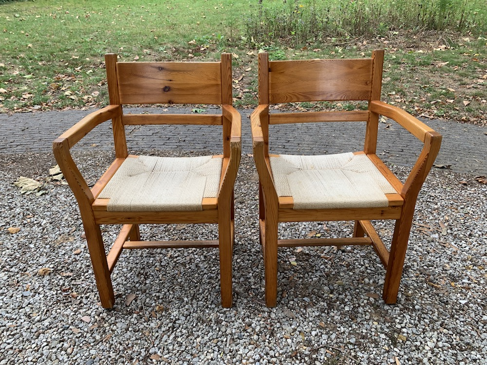 Danish chairs, armrests, chairs with armrests, rope chairs, pine chairs, pine, pin, chaises pin, chaises vintage, vintage chairs, chaise accoudoir, corde et pin, chaise corde et pin, chaises danoises, assise en corde, assise corde, rope chairs, rope seating , tage poulsen style, chaises salle à manger, dining chairs, dining, dining room,  style danois, Danish style, interior decoration, interior styling, interior decor, décoration intérieur, salle à manger, chaises à diner