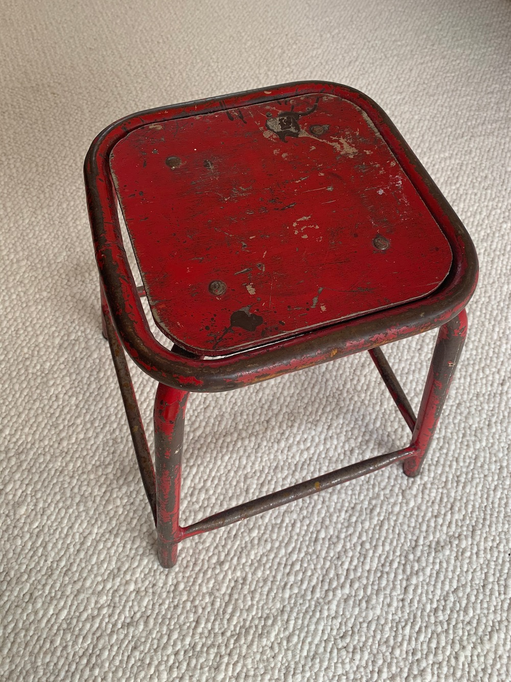tabouret, stool, industrial stool, tabouret industrial, nice chair, vintage stool, tabouret vintage, tabouret rouge, red stool, charming stool, kitchen stool