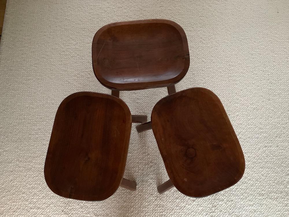 ancient stools, tabourets, tabouret vintage, tabouret campagnard, tabouret brutaliste, brutalist, vintage stools, vintage stool, art populaire, kinfolk, tabouret tripode, charming stool, beau tabouret, tabouret bois, tabouret ancien, nicechairs.be, nice chairs