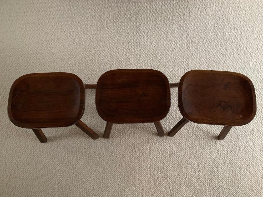 ancient stools, old stools, tabourets, tabouret vintage, tabouret campagnard, tabouret brutaliste, brutalist, vintage stools, vintage stool, art populaire, kinfolk, tabouret tripode, charming stool, beau tabouret, tabouret bois, tabouret ancien, nicechairs.be, nice chairs