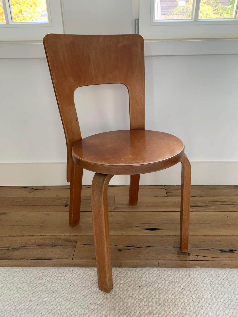 Alvar Aalto, vintage chair, chaise vintage, mobilier vintage,midmod, midcenturymodern, vintage design, vintage, dining, dining chair, chaises à diner, chaises cuisine, kitchen, desk chair, charming chair, midmodfurniture, Finnish design, European design, Scandinavian design, design scandinave, chaise bois, wooden chair, iconic piece, iconic design, Artek, chair 66