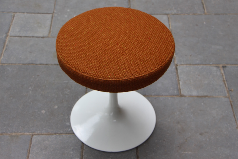 vintage Saarinen stool for Knoll, rotating
