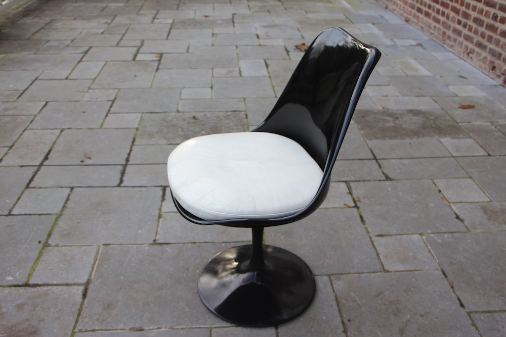 vintage black tulip chair by Eero Saarinen for Knoll international