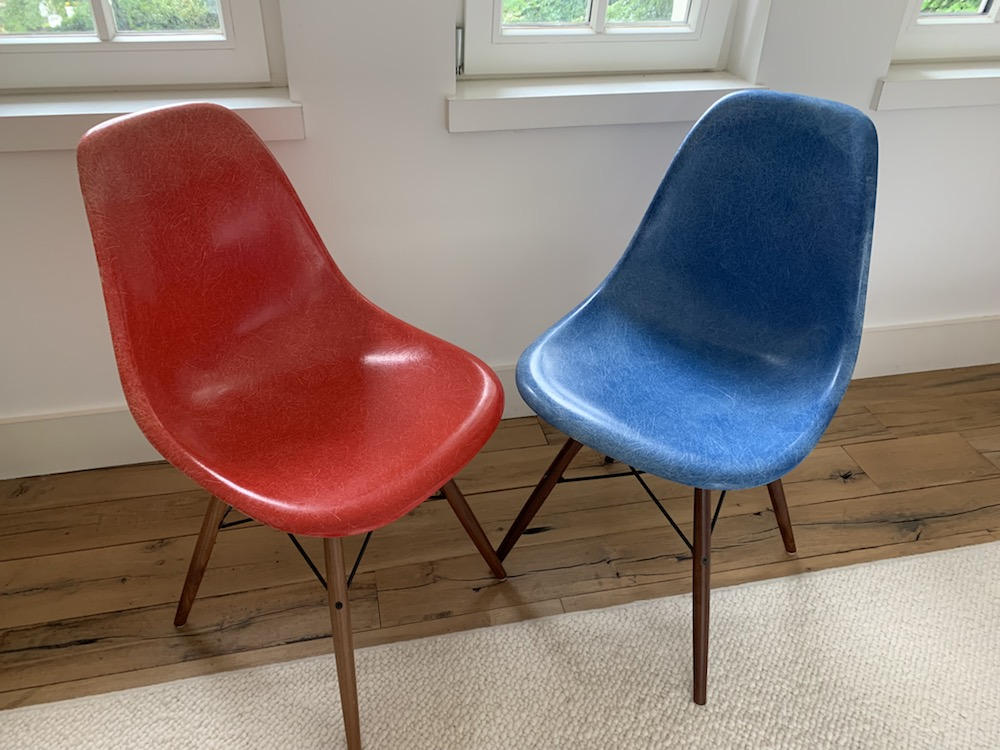DSW, Eames chair, Eames, Charles Eames, Charles and Ray Eames, Herman Miller, fiberglass chair, fiberglass, shell chair, vintage chair, US design chair, design chair, icon design, vintage design chair, red chair, blue chair, red and blue chairs, dowel base, kitchen chairs, dining chairs