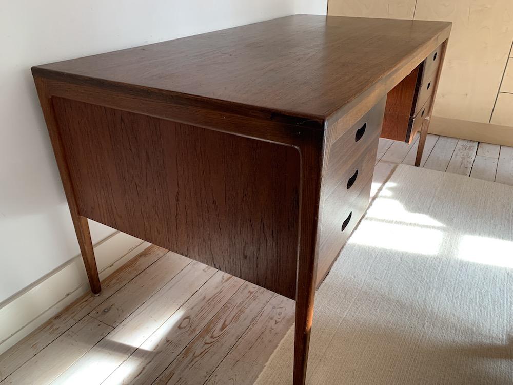 vintage desk, bureau vintage, scandinavian, scandinavian desk, bureau, bureau vintage, wooden desk, bureau bois, midcentury modern desk, modern desk, midmodernfurniture desk, dark wood desk, vintage furniture, office desk, office decoration
