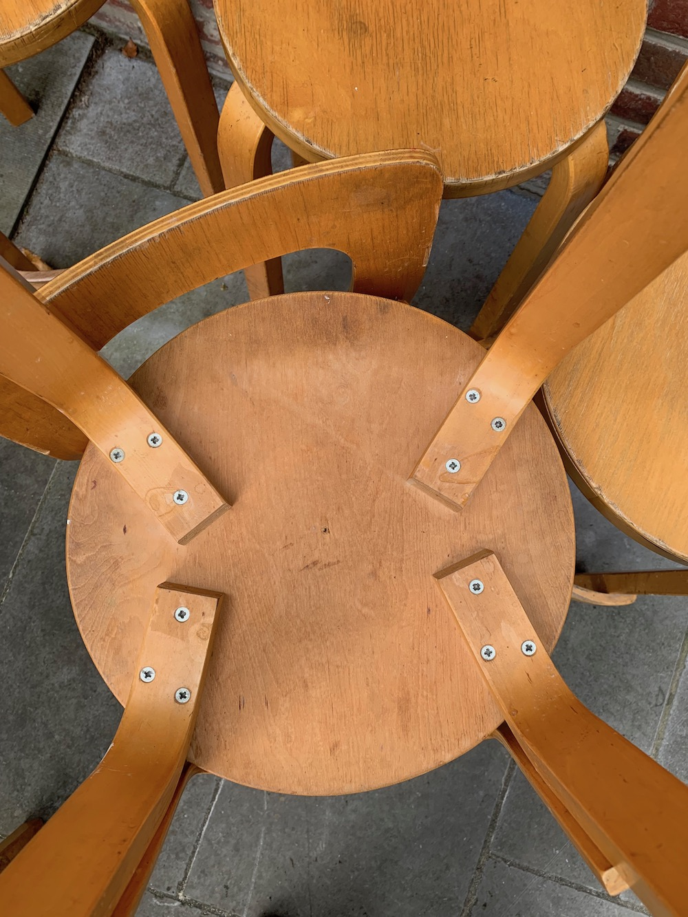 Alvar Aalto, tabouret, stool, Artek, danish design, scandinavian design, kitchen island, ilot central, décoration cuisine, tabouret cuisine, chaise vintage, vintage chair, wooden stool, tabouret bois, tabouret dossier